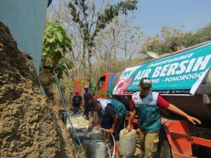 Lembaga Zakat Anggota FOZ Turunkan Puluhan Tanki Air ke Daerah Darurat Kekeringan