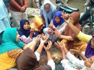 Berdayakan Masyarakat, LAZ Al Azhar Beri Pelatihan Membuat Telur Asin