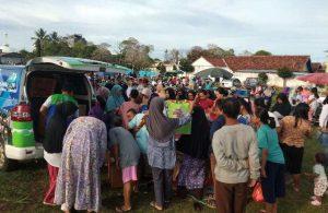 Bazar Pakaian Layak Pakai Lazdai Lampung Diserbu Pengunjung