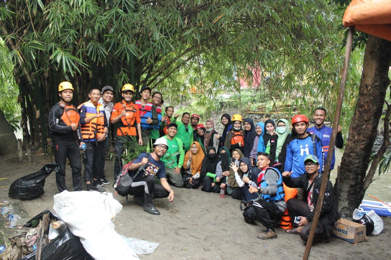 Bersama Pemkot Medan, FOZ Sumut Ikut Aksi Bersih Bantaran Sungai Deli