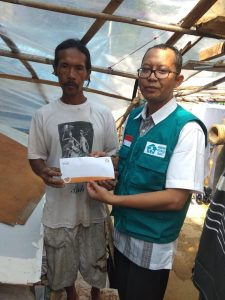 Alhamdulillah, Rumah Peduli Umat Berikan Donasi Untuk Rumah Pak Dikdik