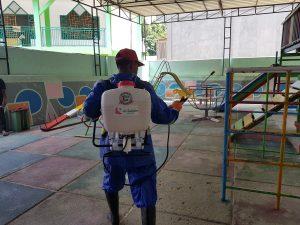 As Salaam Jayapura dan Dinas Kesehatan Kota Jayapura Semprot Disinfektan di Tiga Sekolah