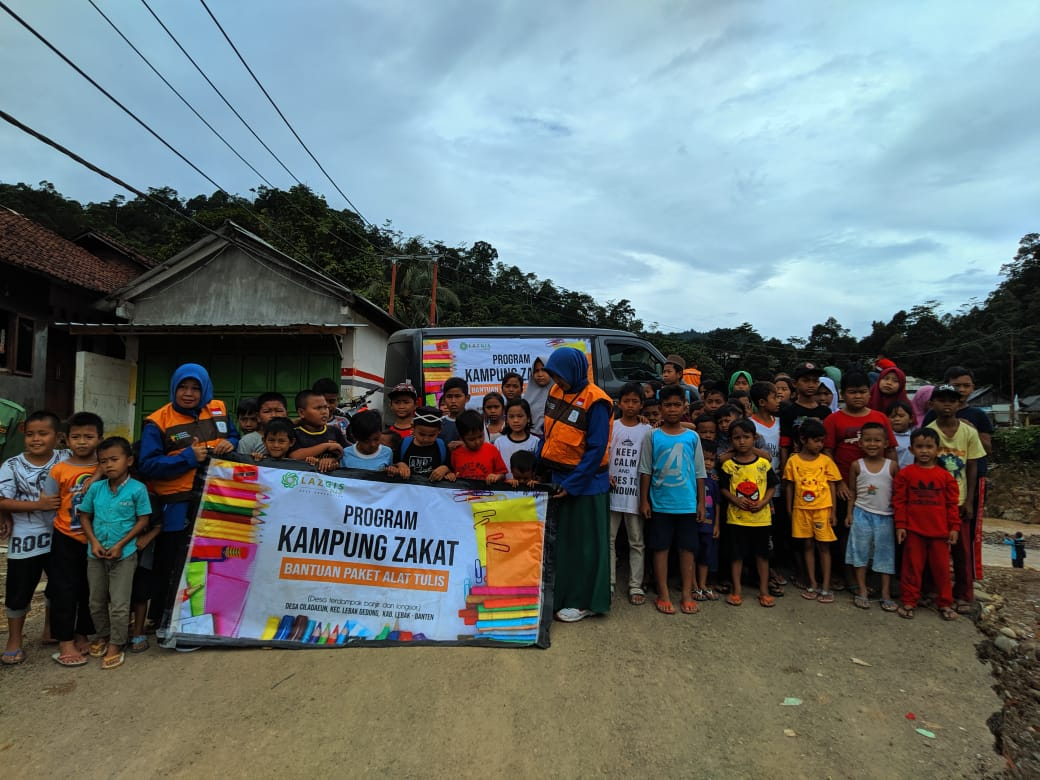 LAZGIS Peduli Kirim Paket Alat Tulis untuk Adik-adik Penyintas Banjir di Lebak