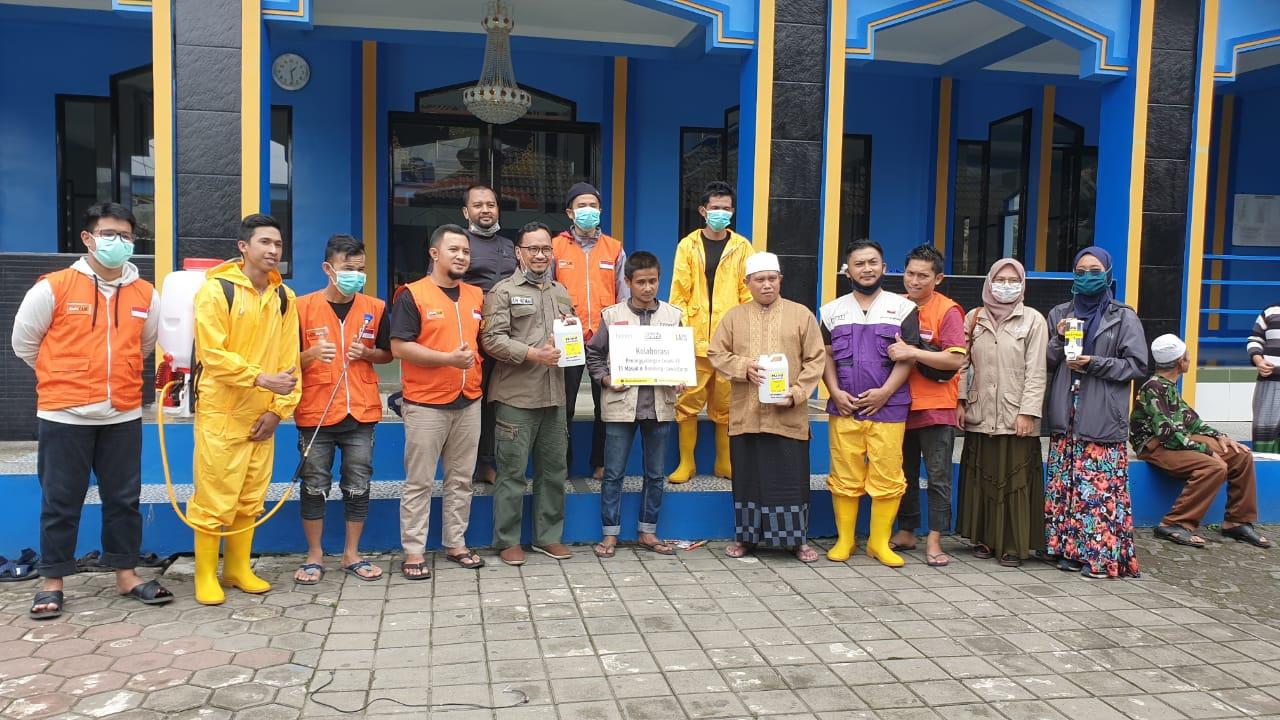 Hadapi Covid-19, Laznas BMM Gandeng Shift Semprot 11 Masjid di Bandung dengan Desinfektan