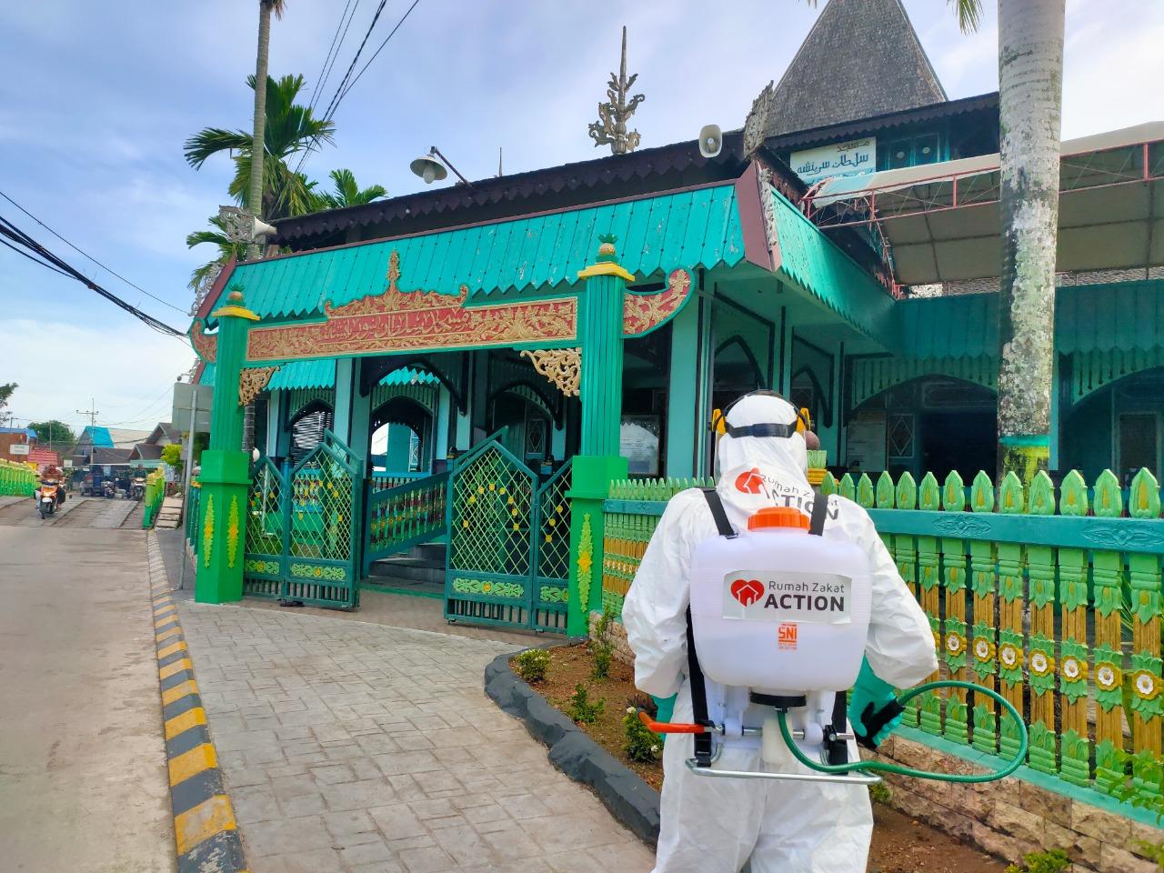Rumah Zakat Cegah Penyebaran Covid-19 di Masjid Bersejarah dan Masjid Agung Miftahul Ihsan Banjarmasin