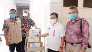 DQ Serahkan Bantuan APD kepada RSUD dr Soetomo Surabaya