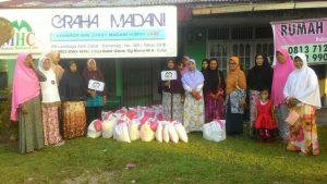 Bantu Tangani Masalah Pangan, LAZ MHC Dumai Bagikan Sembako