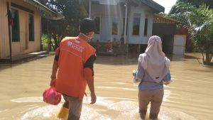 Aksi Rumah Zakat Action Bantu Korban Banjir di Kalimantan