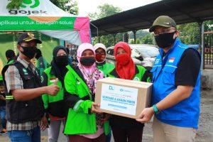 DQ dan Kitabisa Salurkan Ratusan Paket Sembako untuk Ojol dan Guru Ngaji