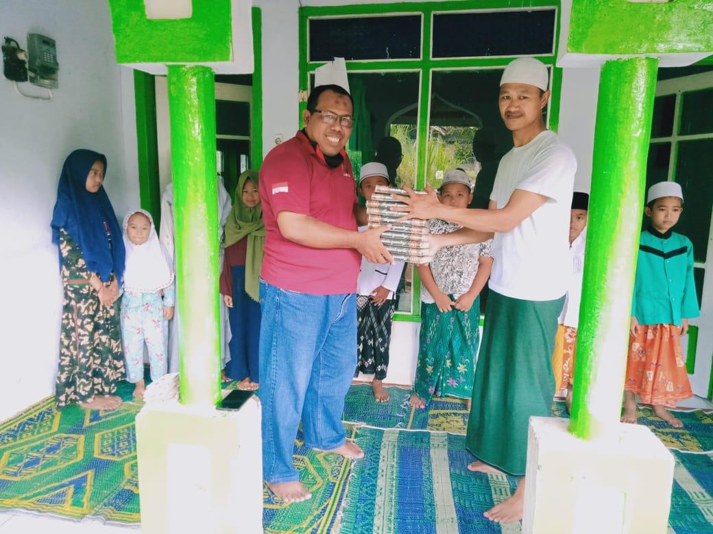 Cerita Pilu Saat Laznas LMI Bagikan Wakaf Al Qur'an di Daerah Pelosok