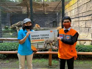 Rumah Zakat Salurkan Bantuan Pakan Hewan ke Kebun Binatang
