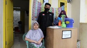 Aprianti, Difabel Asal Bogor Dapatkan Bantuan Modal Usaha LAZ Al Azhar