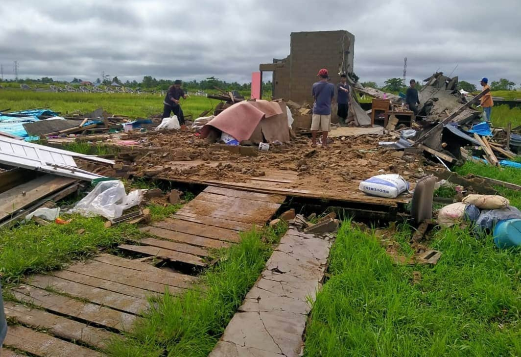YBM PLN Kalbar Salurkan Bantuan untuk Korban Angin Puting Beliung dan Banjir