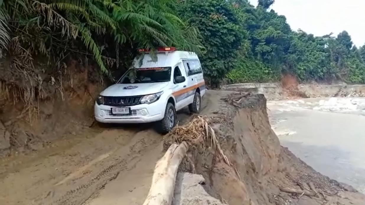 Bantu Penyintas Banjir, Menembus Desa Maipi Masamba