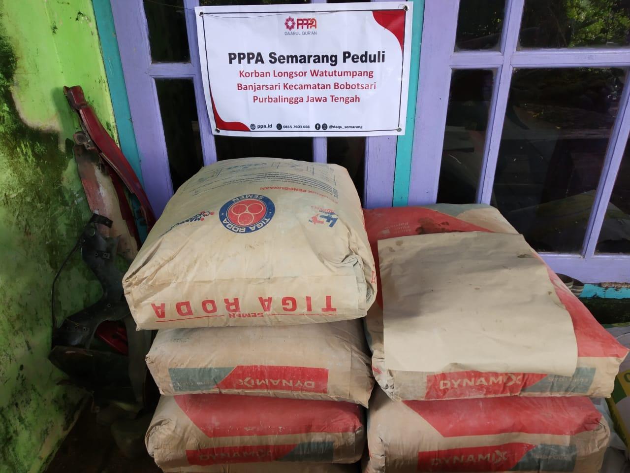 PPPA Daarul Qur'an Semarang Salurkan Bantuan untuk Warga yang Tertimpa Longsor