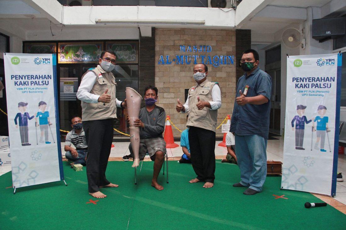 YBM PLN Semarang dan IZI Jateng Kembali Salurkan Kaki Palsu