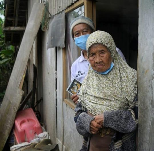 Rumah Yatim Bersama Ridwan Kamil Kunjungi Nek Emin, Lansia Prasejahtera Asal Lembang
