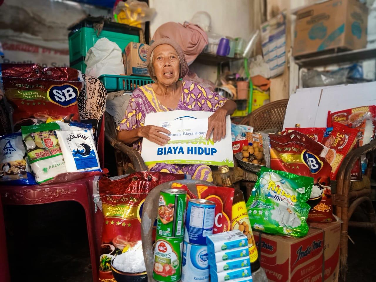 Bantuan untuk Sopiah, Lansia Penjual Nasi Uduk yang Tinggal di Bangunan Bekas Gudang