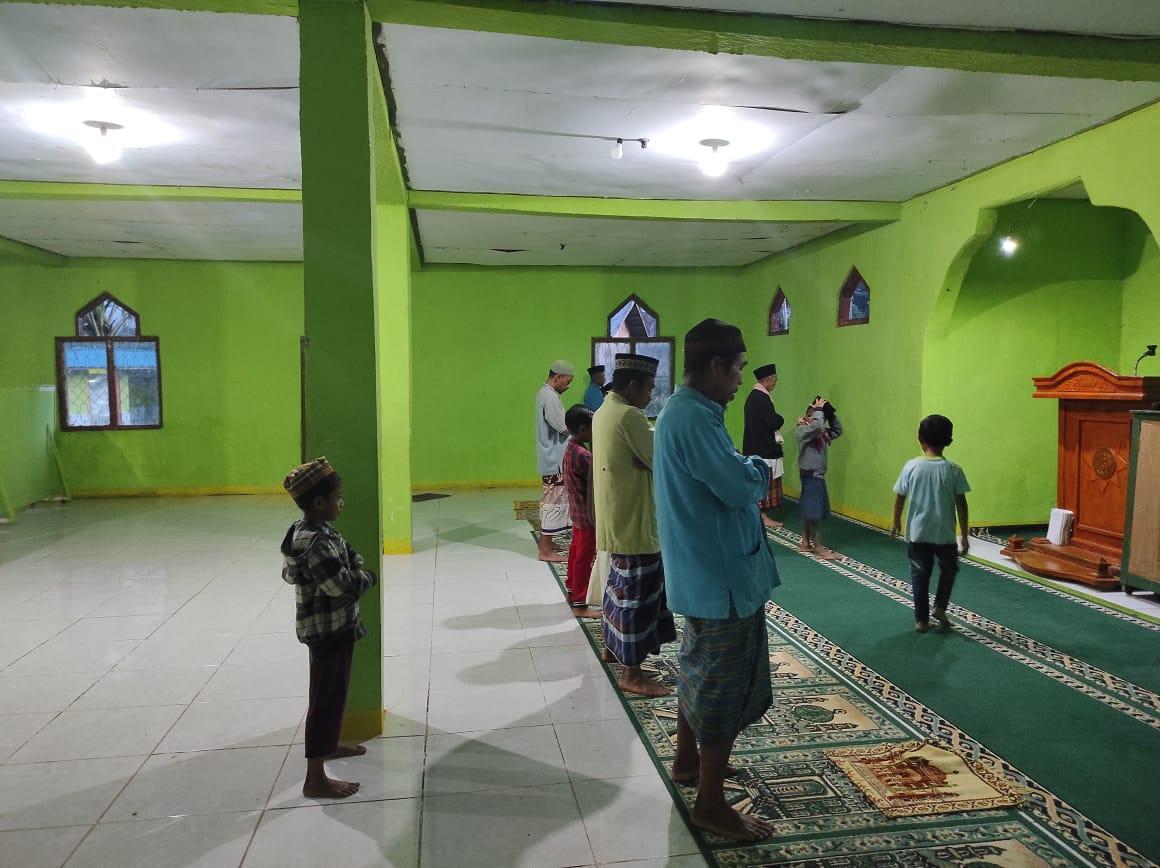 Cerita Masjid di Manggarai Timur yang Belum Terlayani Aliran Listrik