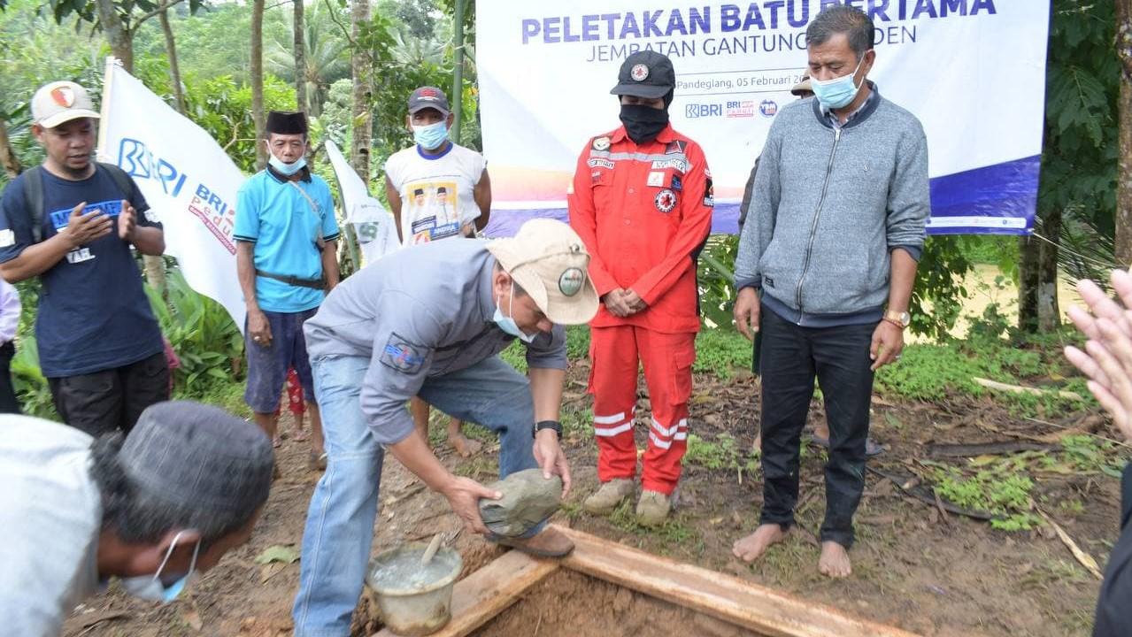YBM BRI dan LAZ Harga Resmikan Pembangunan Jembatan Gantung di Banten